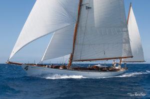 Ιστιοπλοϊκο σκάφος στη Βούλα